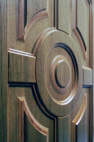 Фрезерованный элемент из фанеры для выходной двери